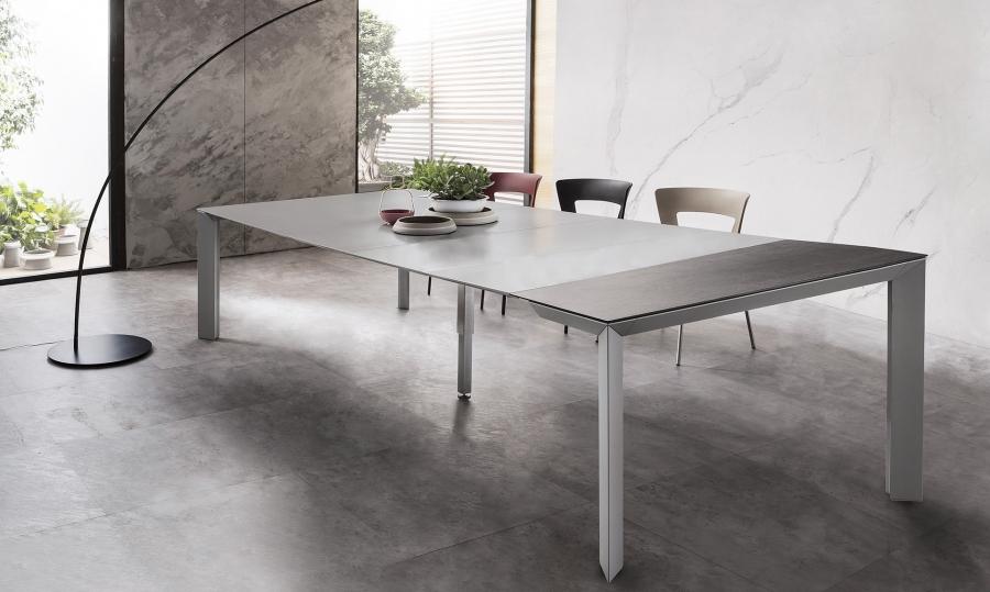 Table Manhattan by RIFLESSI
